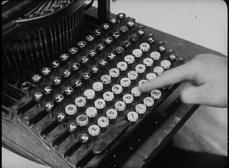 Une machine à écrire orthogonal dans un film d'Harold Lloyd en 1920.