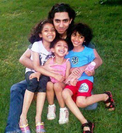 Badawi avec ses enfants