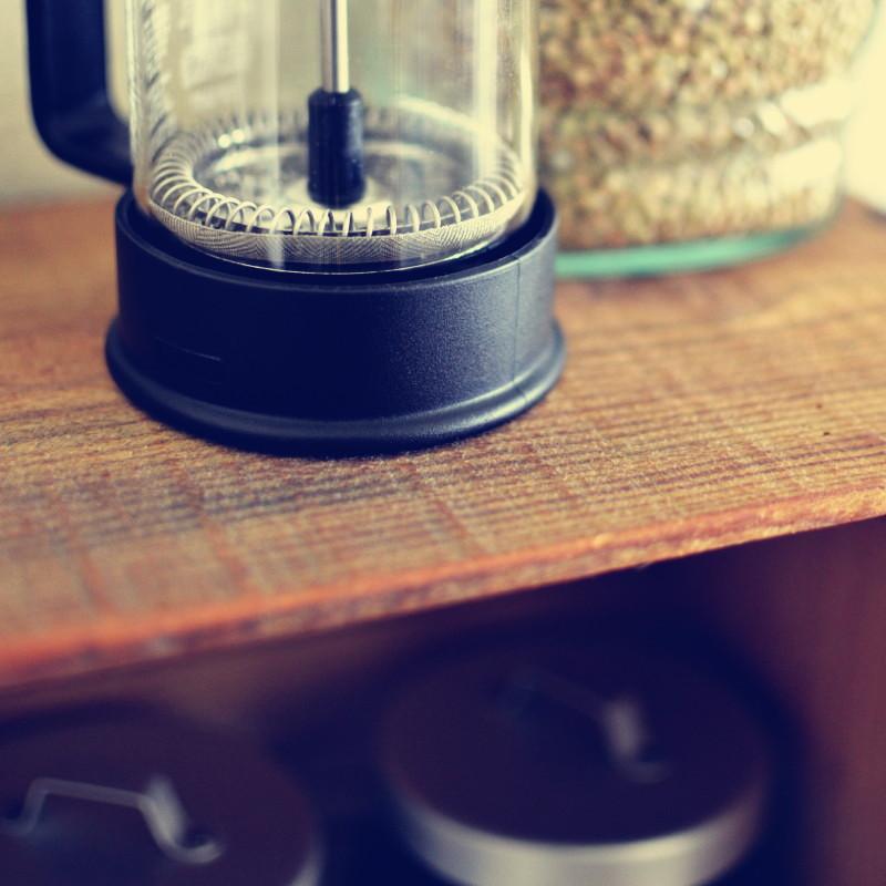 Gros plan sur le mécanisme du filtre de la cafetière