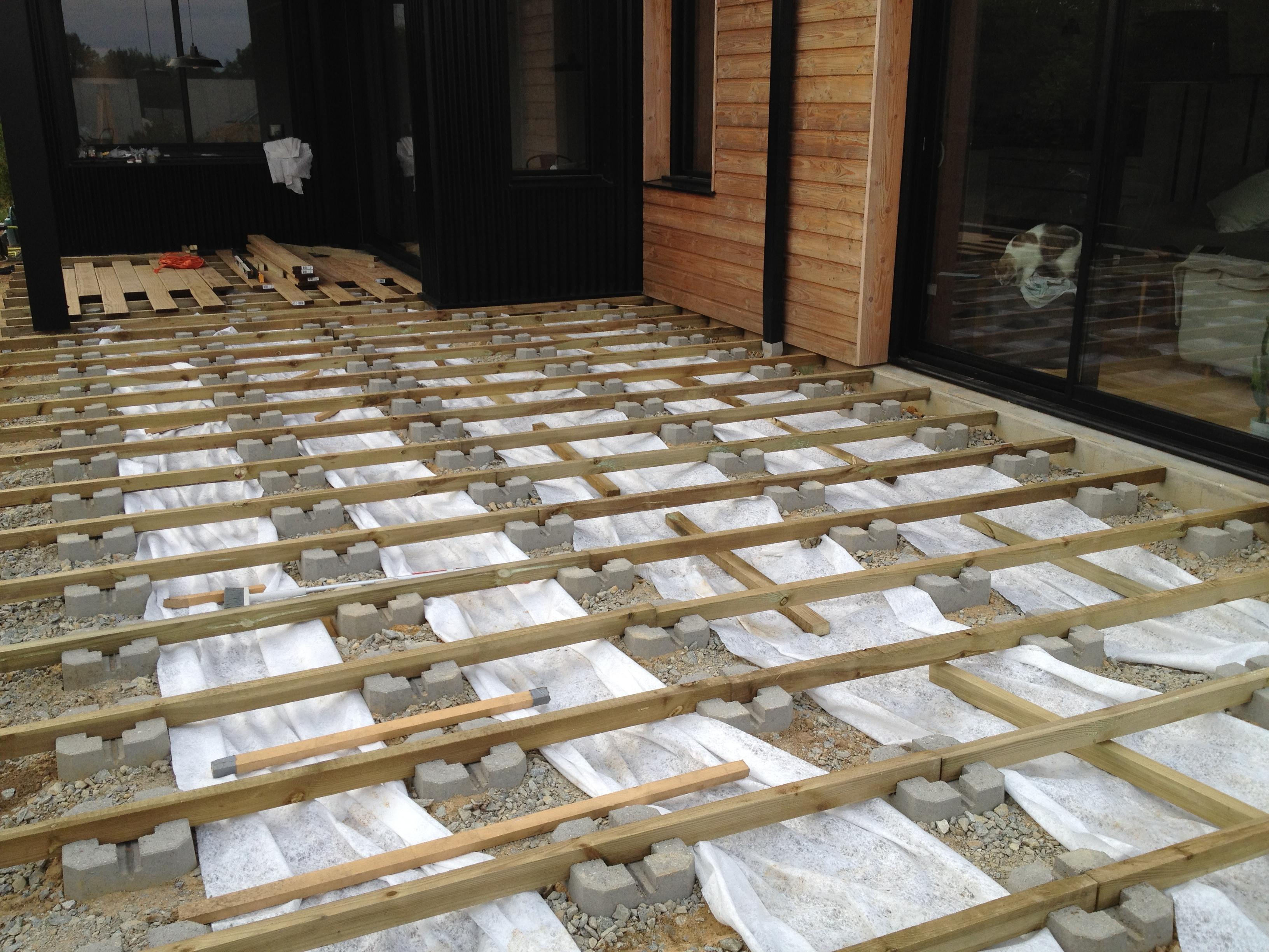 terrasse en bois avec lambourdes et plots